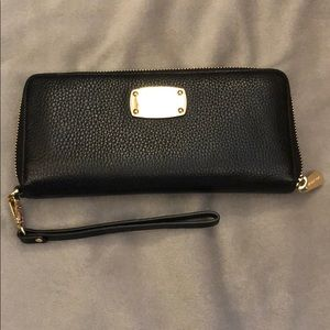 Michael Kors jet set continental zip wallet